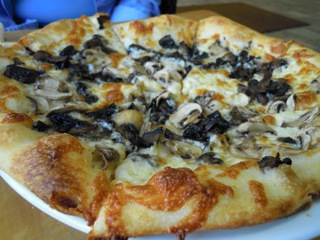 Funghi pizza.jpg