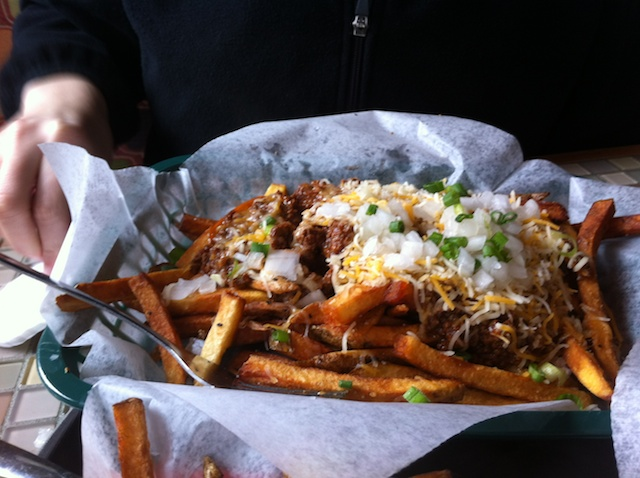 Mutts chili cheese fries.jpg