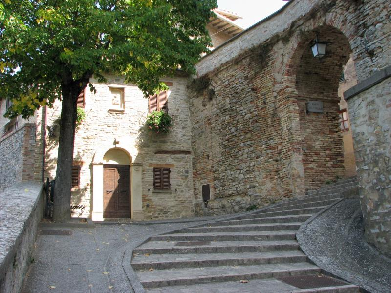 Montone Gate & Guardhouse.jpg