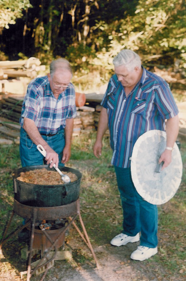 uncle jessee and tommy ray cooking jambalaya.png