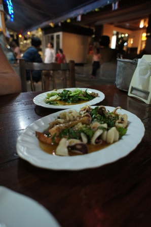 Lek Seafood - Stir fried seafood.JPG