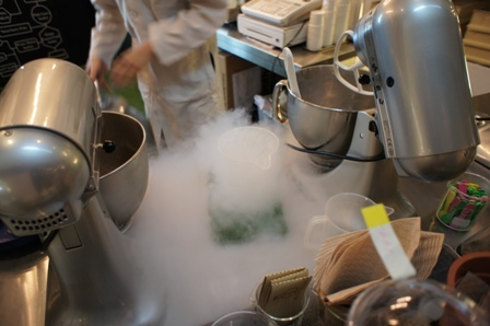 Milk solid nitrogen ice cream.JPG