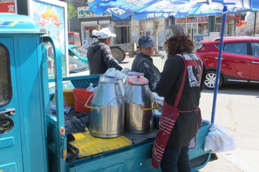 150527 011 Yakeshi Market Milk Truck.JPG
