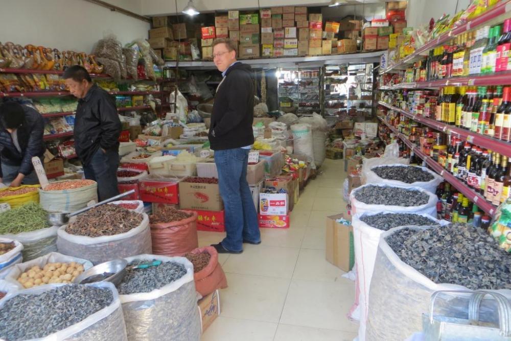 150527 013 Yakeshi Market Store Dmitri.JPG