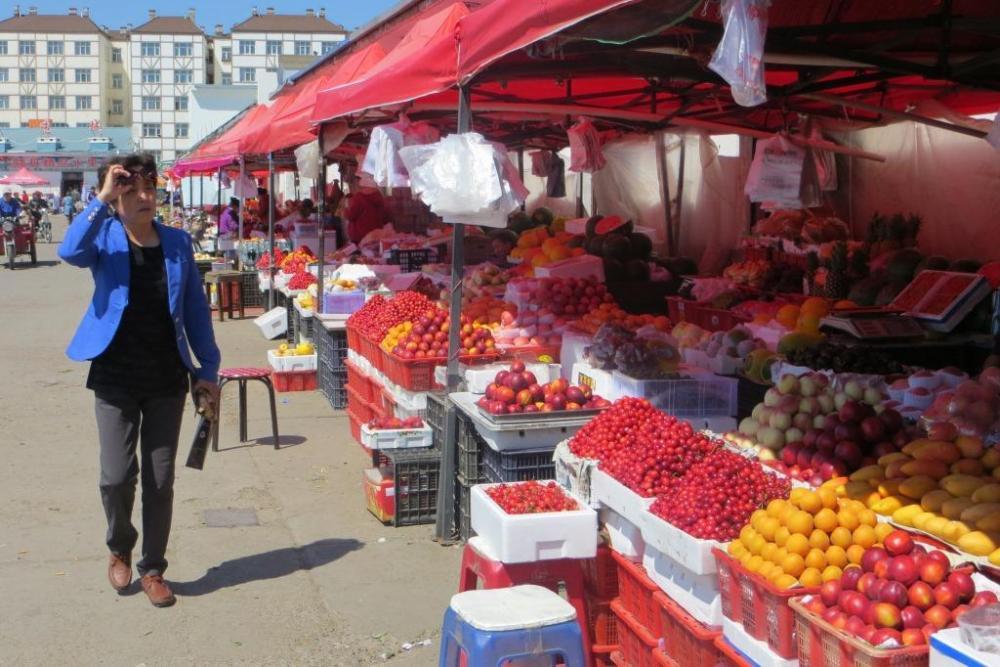 150527 023 Yakeshi Market Fruit.JPG