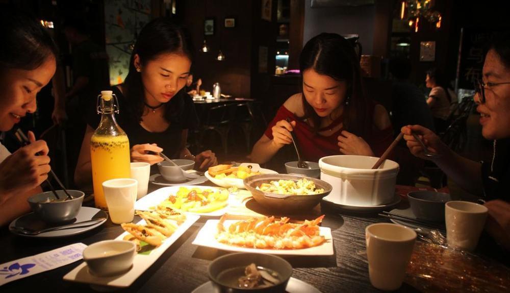 eating.thumb.JPG.dff205faa8868404dec2c610447dc7b6.JPG