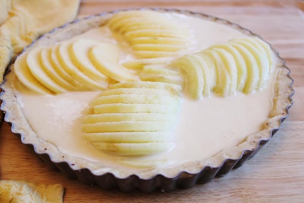 Apples on smoked cheddar custard.JPG
